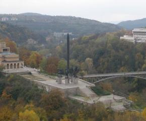 Открит е некропол от Второто българско царство при изграждане на паркинг във Велико Търново