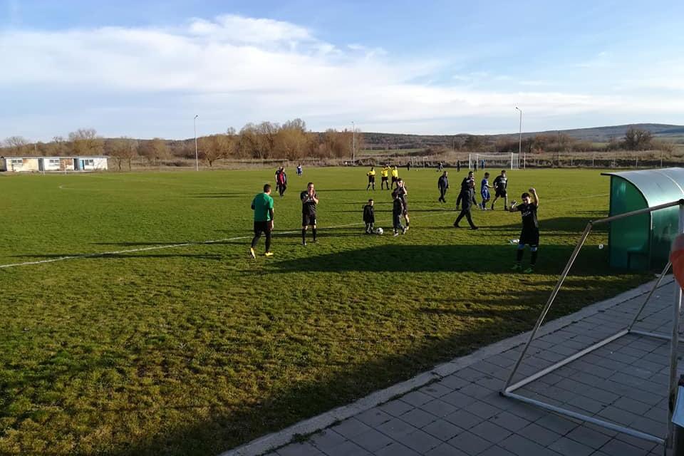 На 19 септември стартира областното футболно първенство при мъжете в Ямбол, научи 999. Девет отбора ще участват този сезон в него. В първия ден, 19 септември,...