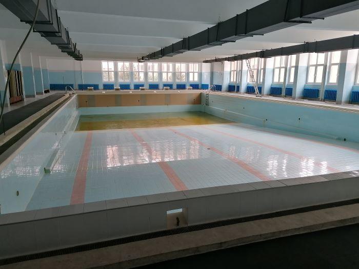 """На 20 февруари, събота, от 11 часа, е предвидено официално откриване на плувния сезон на басейна в ОУ """"Елисавета Багряна"""" в Сливен, съобщиха от общината...."""