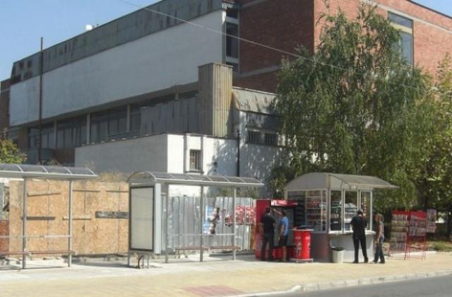 За 14 септември беше отложено делото за обявяване на концесионера на автобусните спирки в Ямбол в несъстоятелност, научи 999 от Окръжния съд . Решението...