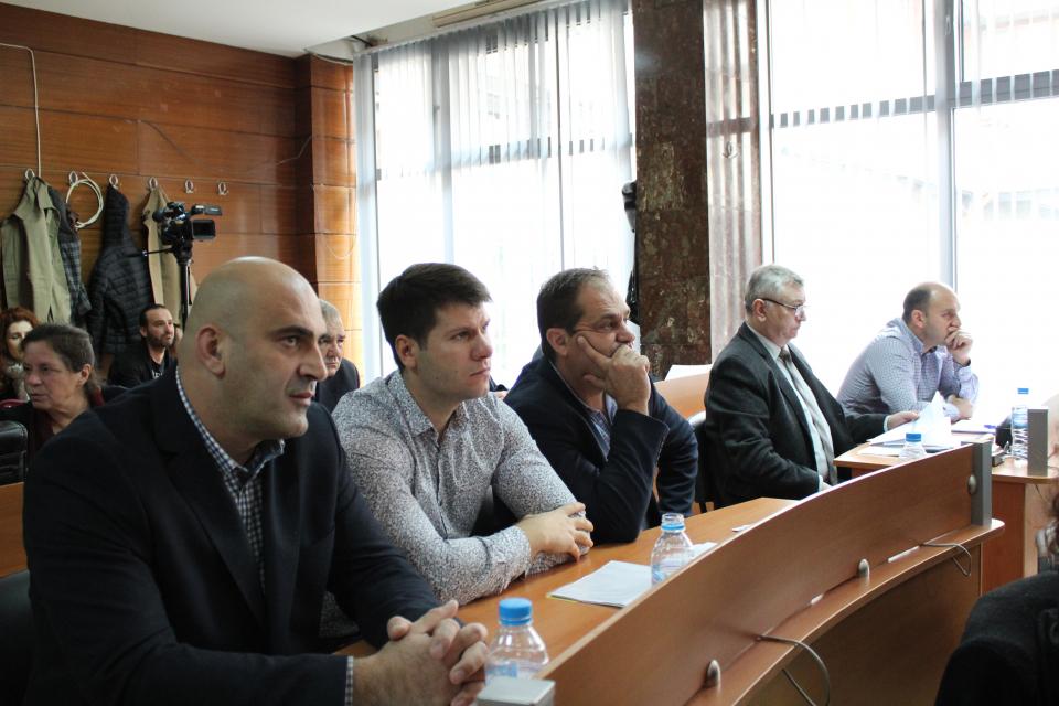 """Предложенията на гражданите за """"Синята зона"""" се очаква да бъдат гласувани още на следващото заседание на Общинския съвет. Кметът Валентин Ревански оттегли..."""