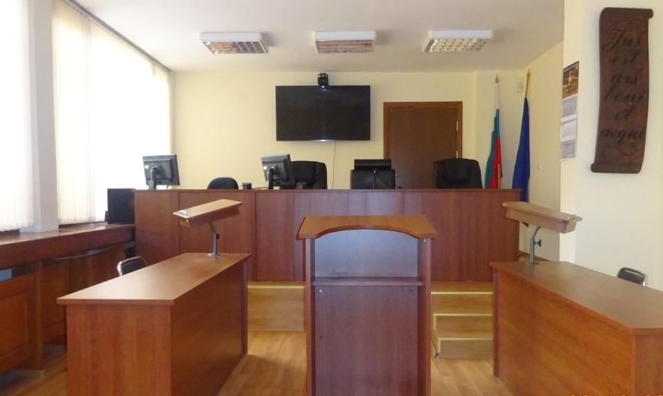 Бургаският апелативен съд отмени присъдата на бивш инспектор по контрол на храните в Елхово, който бе осъден условно от Ямболския Окръжен съд, затова,...