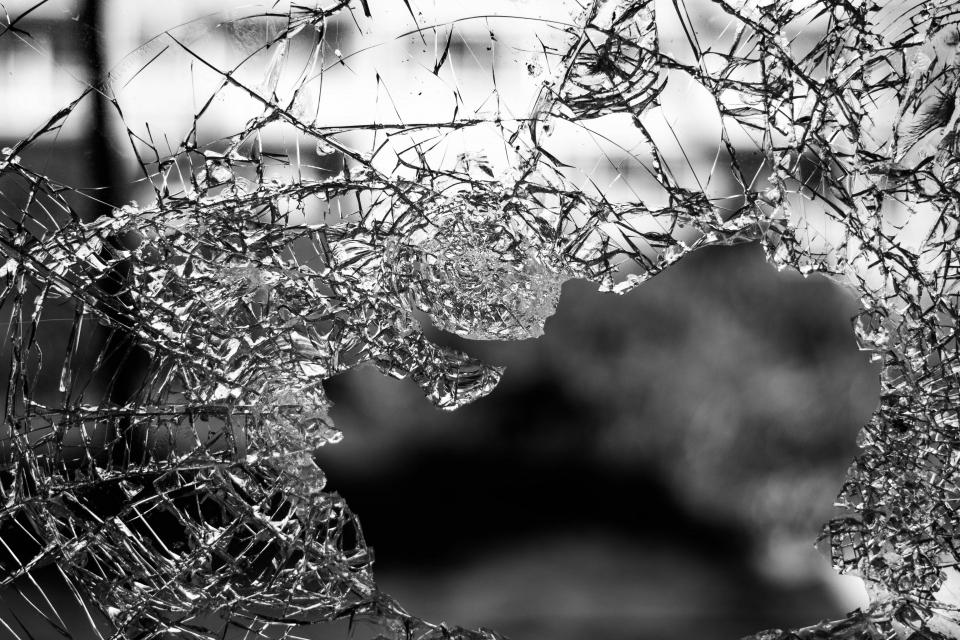 Таксиджия, счупил стъкло на автобус от масовия градски транспорт, е задържан във Варна, съобщиха от местната полиция, цитирани от Dnews. Инцидентът е...