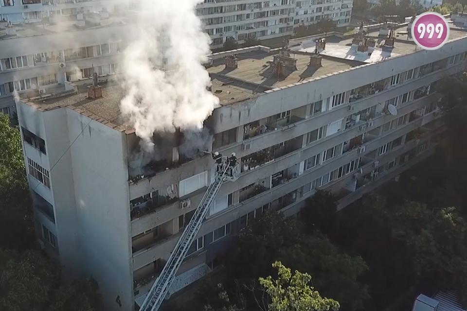 """Отново пожар в апартамент в Ямбол. На 15 юли, около 6:50, е получен сигнал за пожар в апартамент в квартал """"Зорница"""", блок 4, вход """"А"""". По първоначална..."""