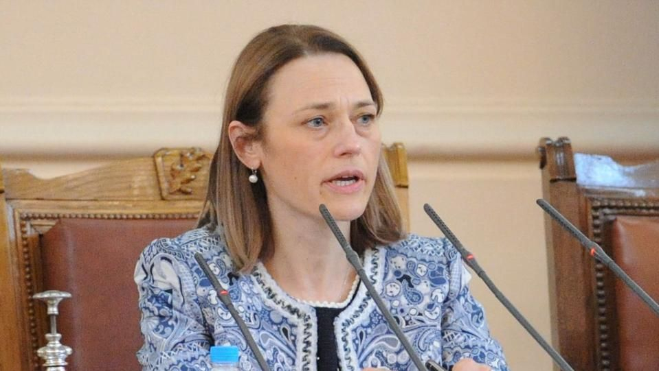 """Ива Митева отново е председател на Народното събрание. Тя бе предложена от """"Има такъв народ"""" и бе избрана със 137 гласа """"за"""" и1 - """"против"""". Въздържалите..."""