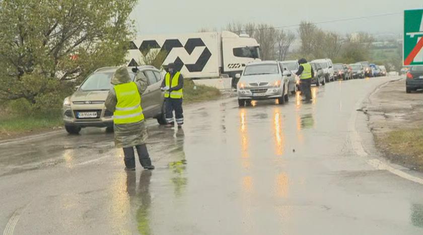 От днес, 21 април, гражданите, които отиват или се връщат от работа с личен автомобил, ще могат да влизат и излизат в София по всяко време срещу декларация....