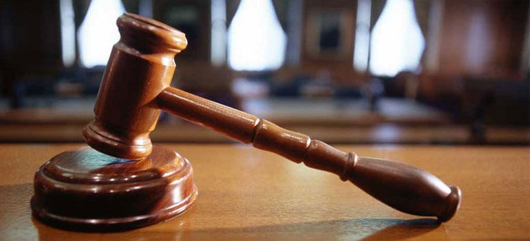 Специализираният наказателен съд отстрани от длъжност петима служители вОбластната дирекция по безопасност на храните в Бургас. Сред тях е и директорътГеорги...