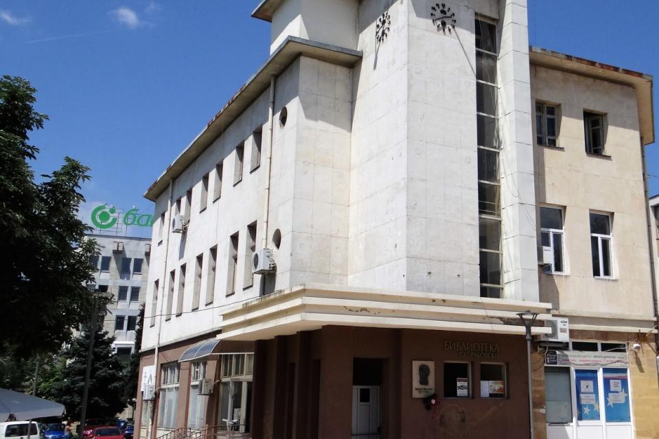 В Деня на библиотекаря, 11 май, министърът на здравеопазването издаде заповед, с която разрешава посещения на музеи на закрито, галерии и библиотеки на...