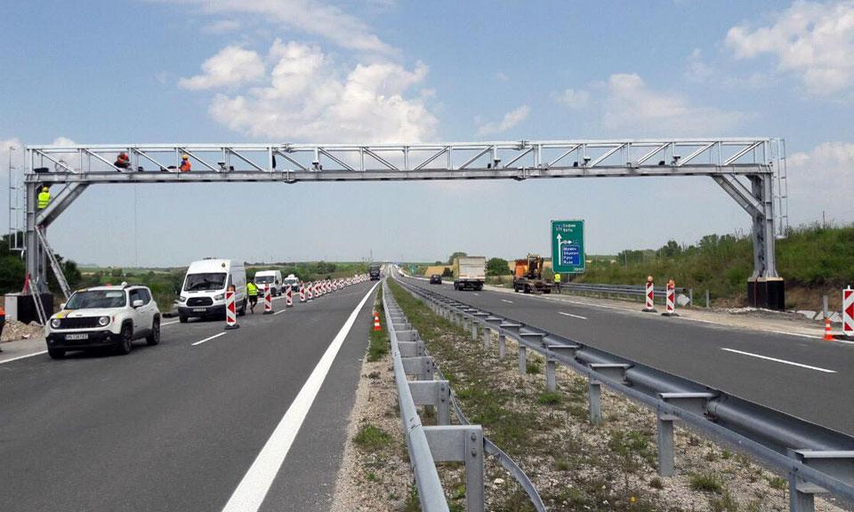От утре Националното тол управление отваря приемни за превозвачи, в които ще се разясняват правилата за прилагане и контрол на тол системата, съобщи БНР. Инициативата...