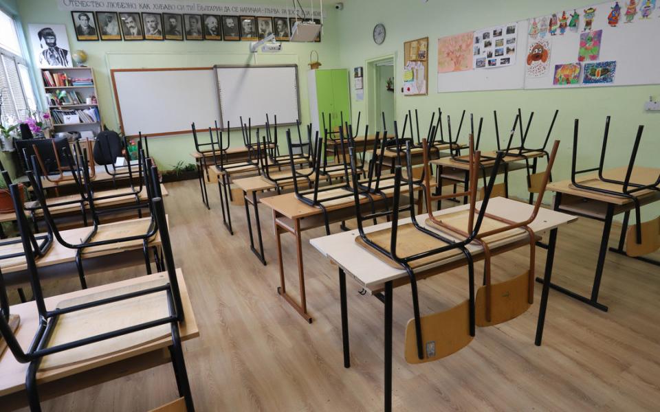"""Екипите на неформалните организации """"Science in the Crisis"""" и """"Родители за безопасно образование"""" категорично се противопоставят на решението на Министерството..."""