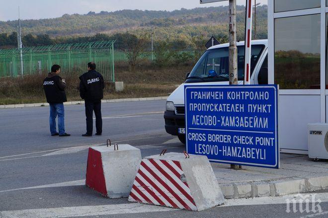 """182 товарни автомобила са влезли от България в Турция през граничен пункт Лесово в събота и неделя, съобщават от Агенция """"Митници"""". На изход за същия период..."""