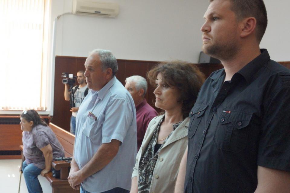 Поредно отлагане в Бургаския апелативен съд по делото на двамата нападатели на таксиметровия шофьор Апостол Вълчев от Ямбол. Делото трябваше да продължи...