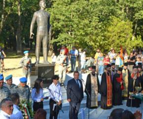 Паметник на Васил Левски бе открит в Русе
