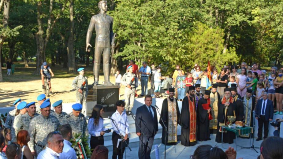 След повече от две десетилетия на кампания по събиране на средства в Русе бе открит паметник на Апостола на свободата Васил Левски. Още в първите демократични...