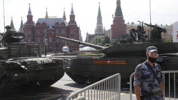 В 10 часа на 24 юни ще бъде дадено началото на парад в Москва за 75-тата годишнина от победата над нацистка Германия. Парадът трябваше да се състои на...