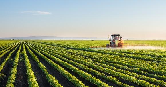 """Очаква се днес Държавен фонд """"Земеделие"""" да изплати на земеделските производители парите по схемата за преразпределителните плащания, съобщават от БНР. Тези..."""