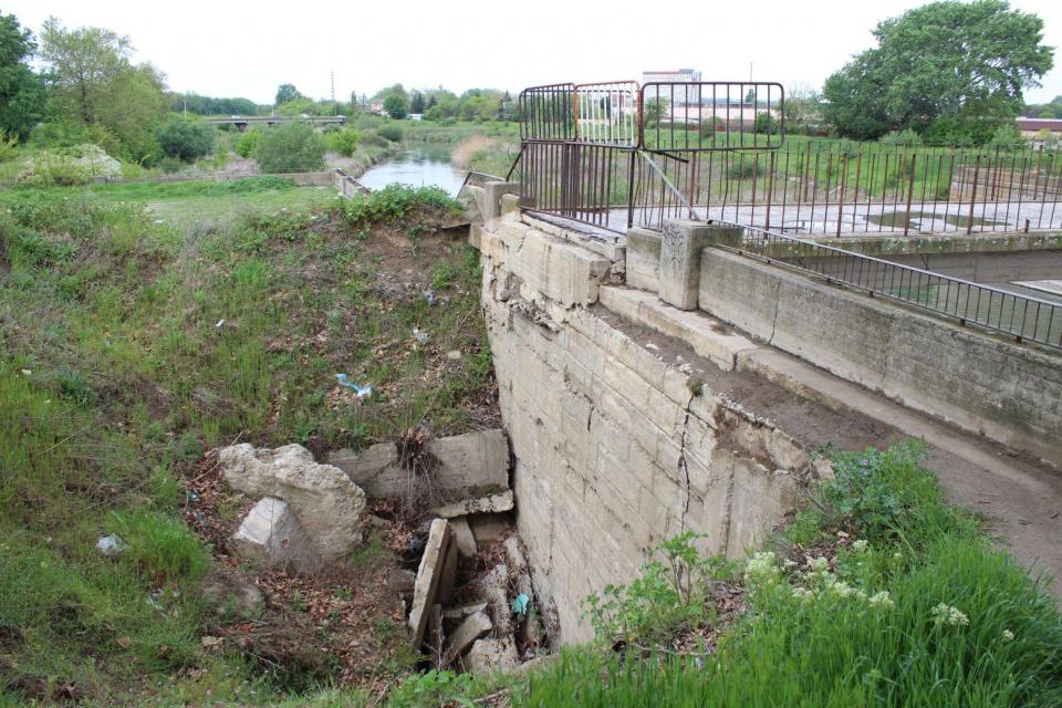 С 20 хиляди лева се е оскъпил проектът на община Ямбол за ремонта на преливника на река Тунджа и изграждане на рибен проход. Разликата на сумата е след...