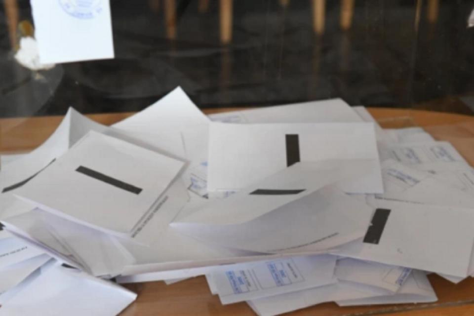 Членовете на секционните избирателни комисии в Ямбол ще получат полагаемите им се възнаграждения за положения труд по банков път.В деня на раздаване на...