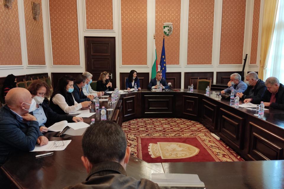 Кметът Стефан Радев проведе днес консултации за състава на секционните и подвижните секционни избирателни комисии в община Сливен, във връзка с насрочените...