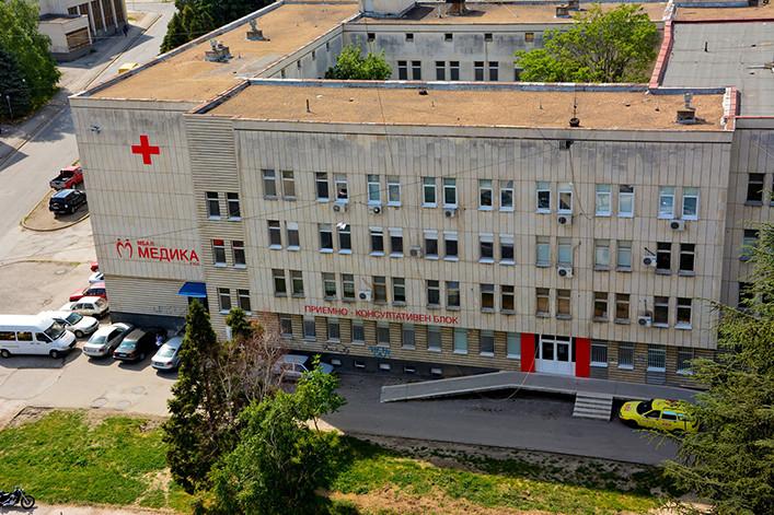 """Пациентка е предизвикала пожар тази сутрин в covid -отделението на Университетската болница """"Медика"""" в Русе. Това съобщиха от лечебното заведение пред..."""
