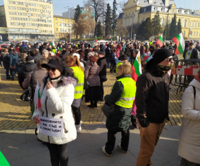 """Перничани поискаха """"Затвор за всички виновни"""" за водната криза"""
