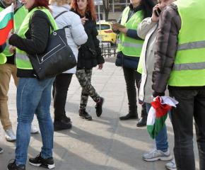 Перничани протестират с жълти жилетки заради водната криза