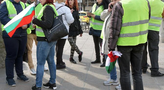 """Перничани излизат на шествие с жълти жилетки заради водната криза. Проявата ще започне в 12.30 часа, а организатор е инициативният комитет """"Спаси Перник"""". От..."""