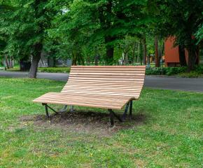 Пейка с ергономичен дизайн е монтирана в Градския парк на Ямбол, предстои поставянето на още пет от този вид