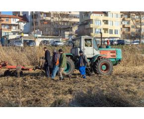 """ПГЗ """"Христо Ботев"""" се включи безвъзмездно в почистването на река Тунджа по молба на кмета на Община Ямбол (видео)"""