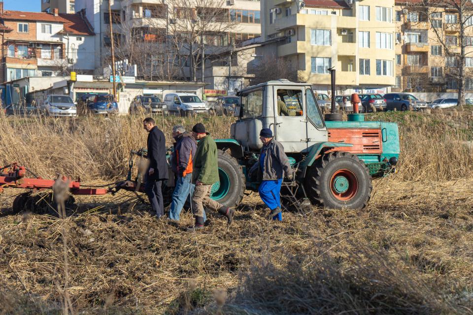 По инициатива на Община Ямбол започна почистването на небетонираната част от коритото на река Тунджа. Кметът Валентин Ревански изказва най-искрени благодарности...