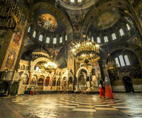 """Пиян германец вилня в храм """"Александър Невски"""", крещя: Божият син съм!"""