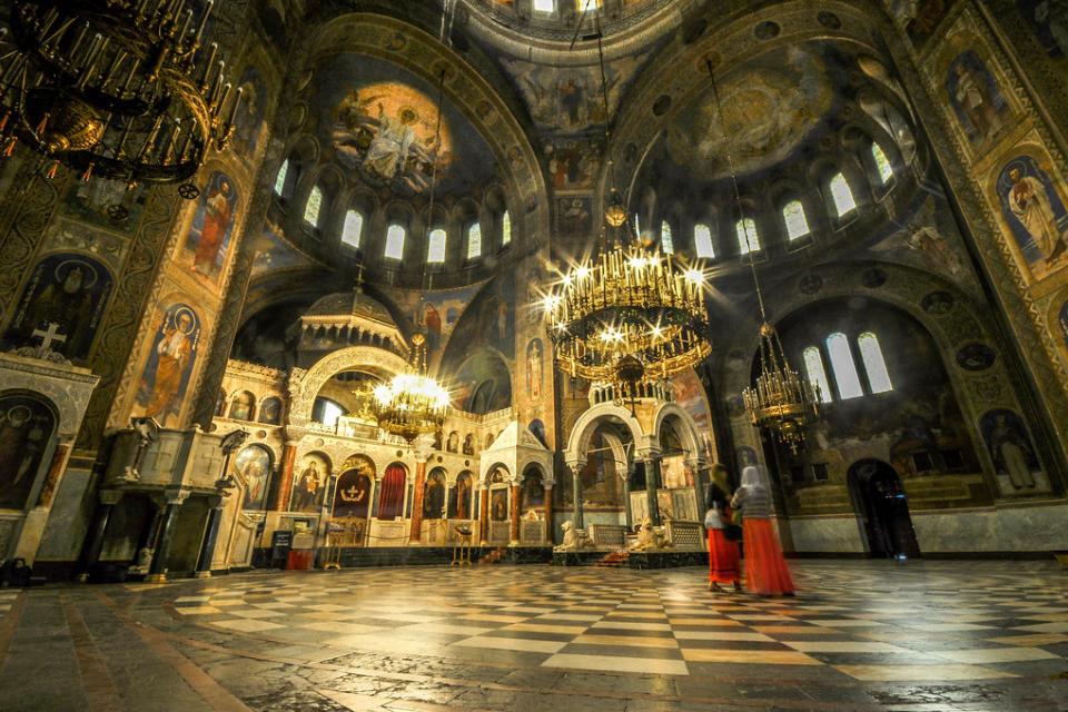 """Пиян германец вилня със спрей в храм """"Св. Александър Невски"""". Той надраскал северната..."""