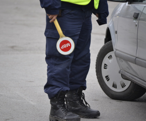 Пиян шофьор, обиждал полицаи,влезе в ареста