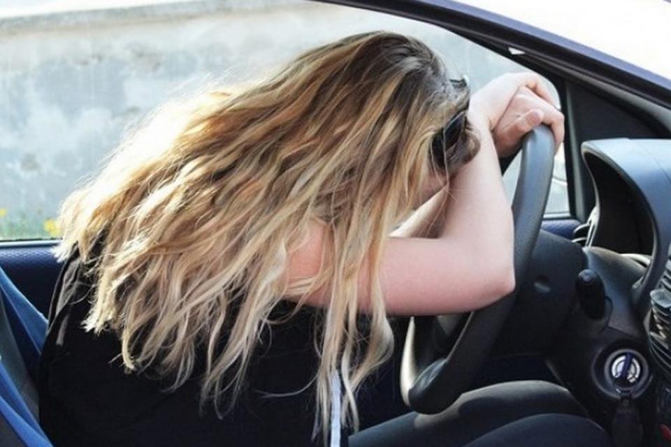"""30-годишна жена без книжка седна зад волана и помете 4 автомобила на главната алея в """"Слънчев бряг"""", съобщават от ОДМВР-Бургас. При инцидента има пострадал..."""