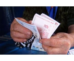Плащат майчинството от 2-ри, пенсиите - от 8-ми февруари