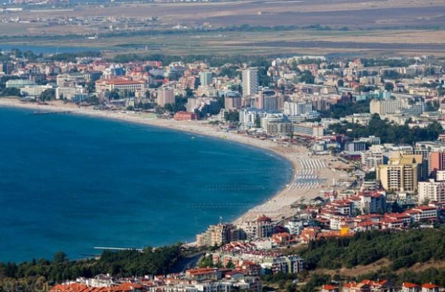 Северният, Централният и Южният плаж в Слнчев бряг започват работа днес. Чадърите и шезлонгите са поставени на достатъчно голямо разстояние, медицинските...