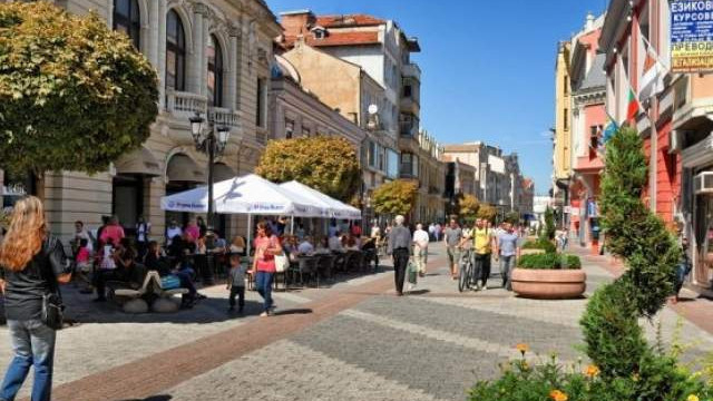 В Пловдив и областта през 2019 година се отчита продължаване на тенденцията за намаляване броя на новородените и увеличаване на дела на населението на...