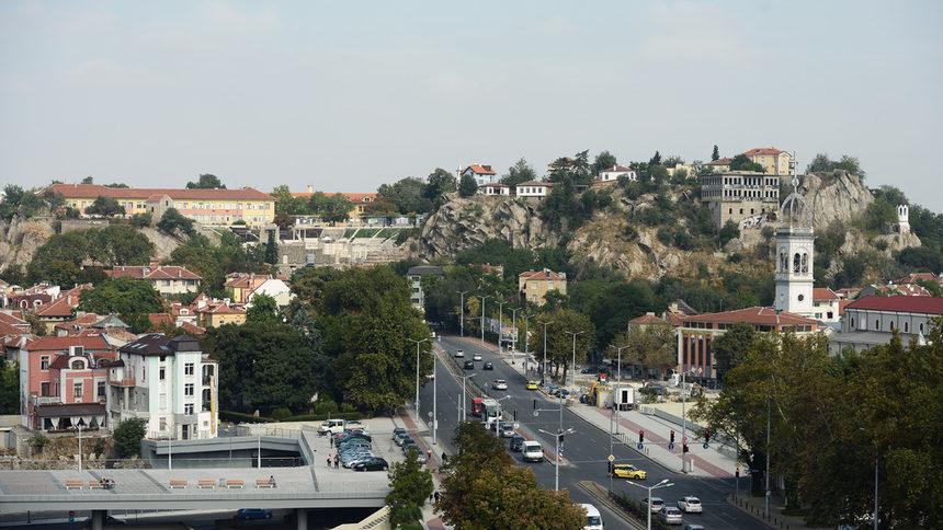 Местната управа в Пловдив беше упълномощена да води преговори за теглене на заем от 120 млн. лева, който ще се изплаща в следващите 25 години. Със средствата...