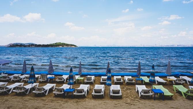 Българска фирма от Пловдив, изработваща помощни средства за хора с увреждания, предлага ново съоръжение за достъп до плажа и морето. Конструкцията представлява...