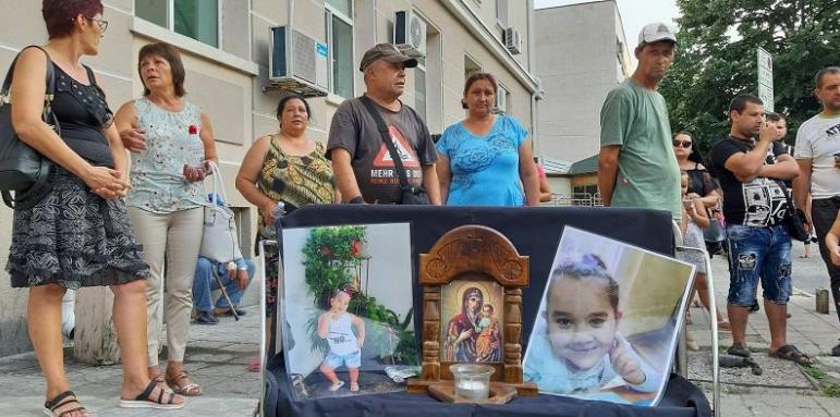 В Сливен подновяват делото за убийството на 7-годишната Кристин от село Сотиря, съобщава БНТ. Обвиняем по него е 21-годишният Мартин Трифонов. Той беше...