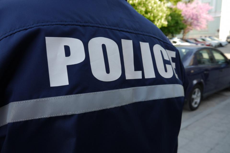 Снощи към 22:40 ч., в РСПБЗН-Ямбол е получен сигнал, че в града на околовръстен път Запад, в посока село Безмер, поради технически проблем, в движение...
