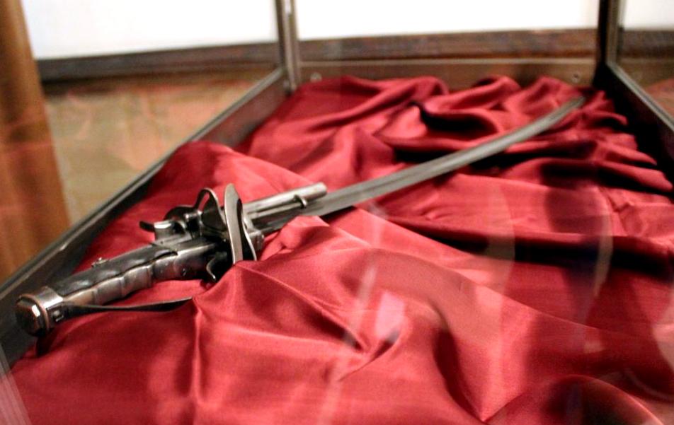 """Сабята на Стефан Караджа ще бъде показана в Етнографски музей на открито """"Етър"""". Това потвърдиха от културната институция. Оръжието ще бъде изложено в..."""