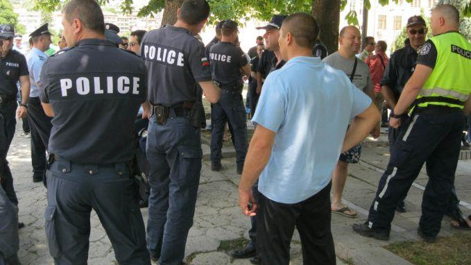 """Десетки служители на ГД """"Пожарна безопасност и защита на населението"""" и на Гранична полиция в област Ямбол са принудени като много свои колеги да водят..."""
