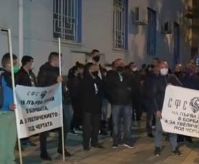 Полицаи и пожарникари на протест за заплати