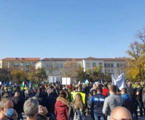 """Полицаи """"празнуват"""" с протест"""
