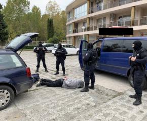 Полицията в Бургас залови двама криминално проявени мъже за множество кражби (Снимки)