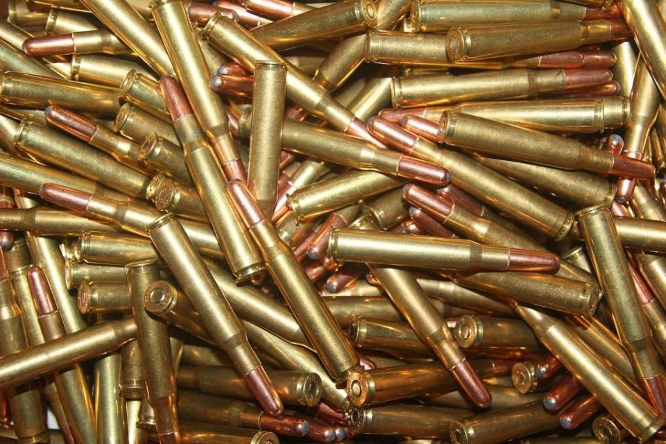 Иззето е незаконно оръжие и боеприпаси при специализирана операция на РУ-Котел. При проверка в частен имот в село Медвен е установено, че 39-годишен мъж...