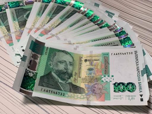 Разкрита е кражба на голяма парична сума от частен дом в град Сливен. Заявлението е подадено на 29 юни от 32-годишен мъж. В резултат на проведените полицейски...