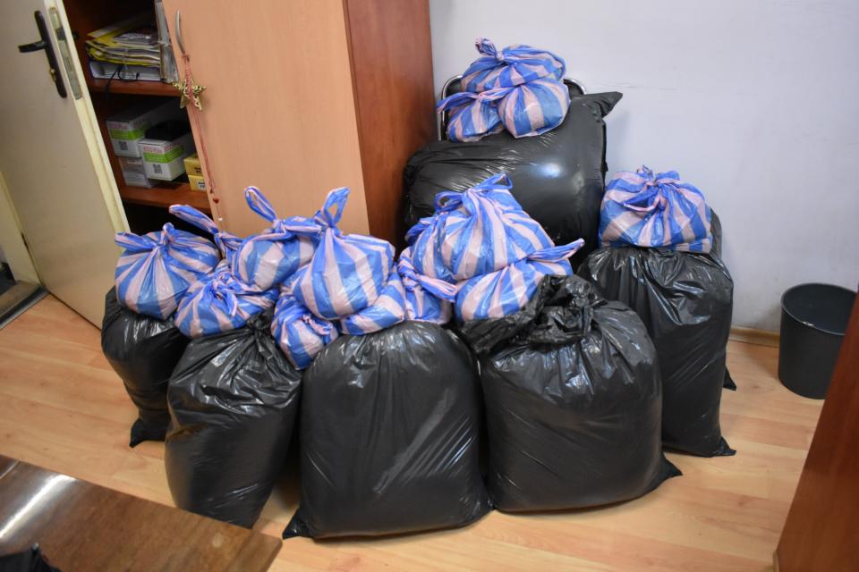 """100 килограма нелегален тютюн са иззети при операция на полицията в Сливен. Акцията е проведена на 5 август служители на сектор """"Противодействие на икономическата..."""