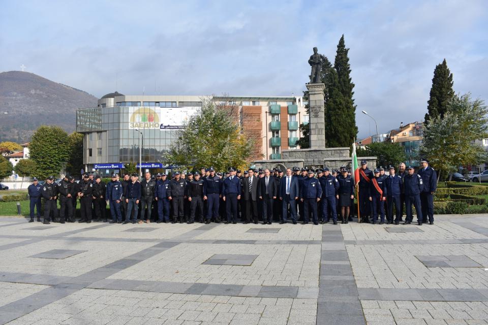 На 8-ми ноември българската полиция отбелязва своя професионален празник- Деня на св.Архангел Михаил .  Честването на тази дата е въведено през 1924 годинапо...